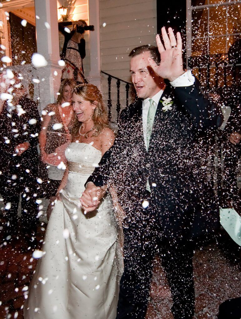 Wedding confetti that is environmentally friendly is easy with Ecofetti.